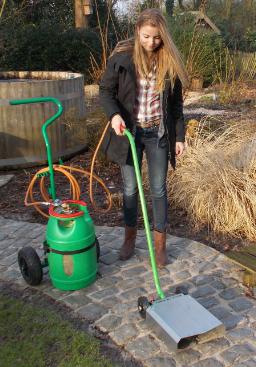 Calypso en onkruidbrander: milieuvriendelijke manier van onkruidverwijdering.
