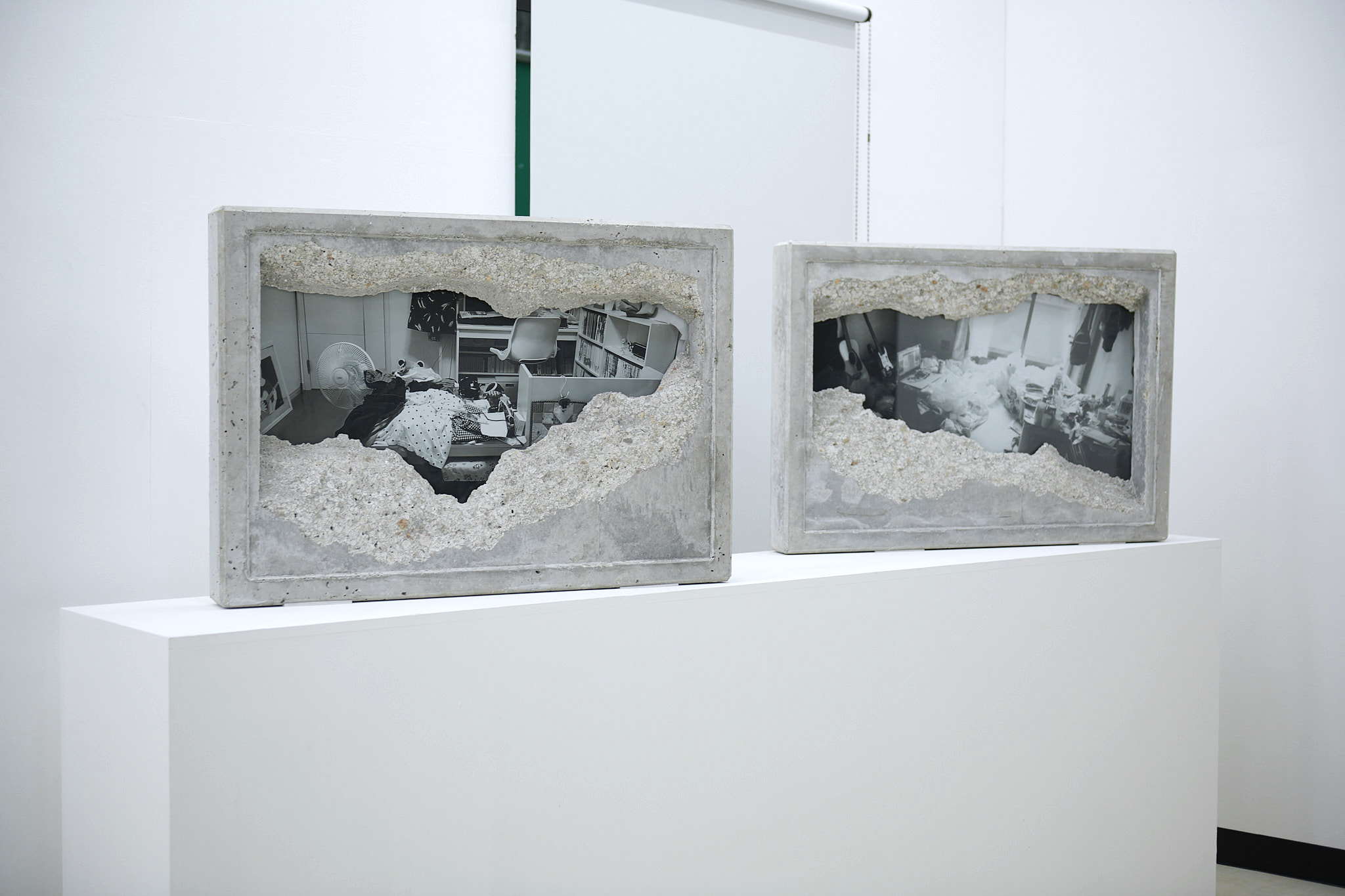 左《GAZE_01》、右《GAZE_02》展示撮影:Keisuke Inoue