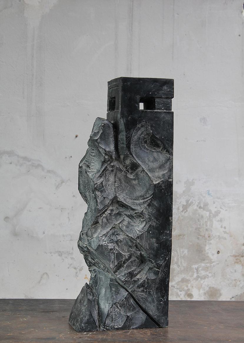 Tour, pièce secrète, 2016, bronze, 78 x 30 x 20 cm <br> © Mathilde de Torhout