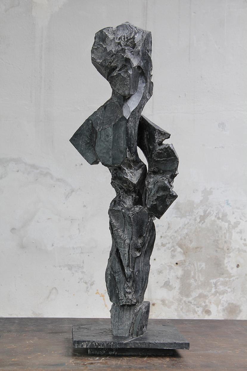 Reine, pièce maîtresse, 2016, bronze, 95 x 36 x 32 cm <br> © Mathilde de Torhout