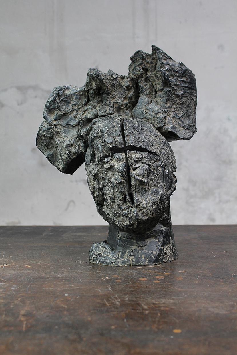 Pion, pièce de terre, 2016, bronze, 39 x 32 x 22 cm <br> © Mathilde de Torhout