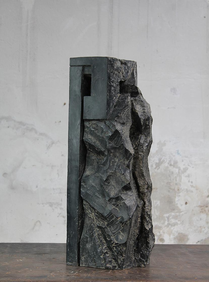 Tour, pièce de garde, 2016, bronze, 77 x 28 x 22 cm <br> © Mathilde de Torhout