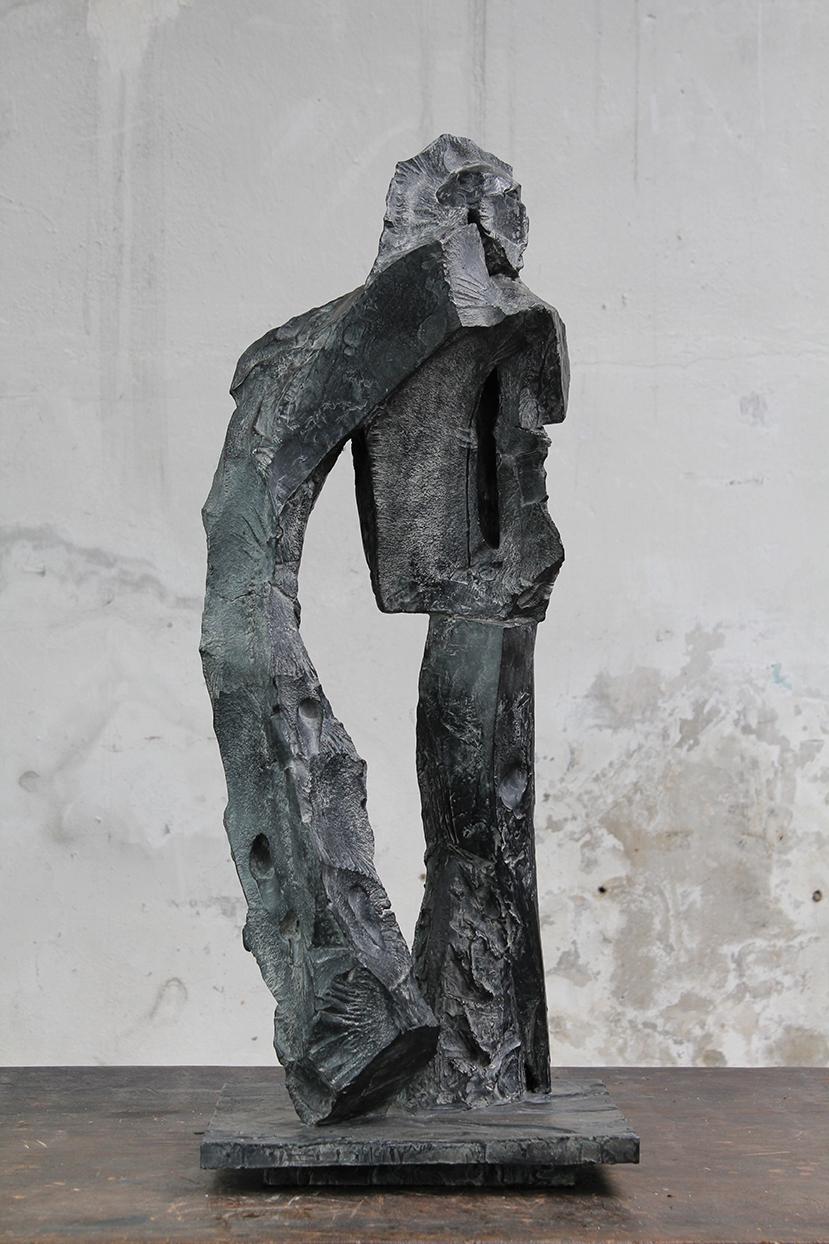 Fou, pièce jouée, 2016, bronze, 82 x 32 x 32 cm <br> © Mathilde de Torhout