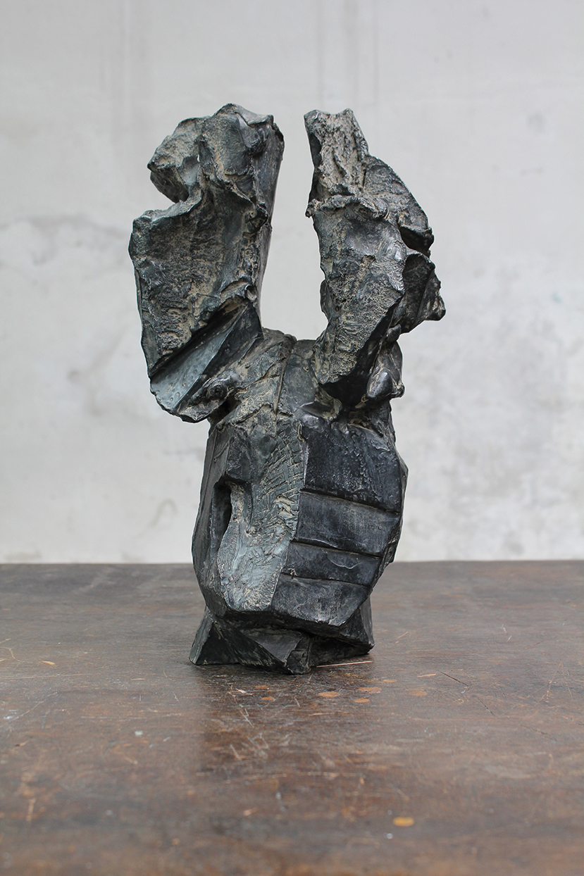 Pion, pièce d'origine, 2016, bronze, 37 x 22 x 21 cm <br> © Mathilde de Torhout