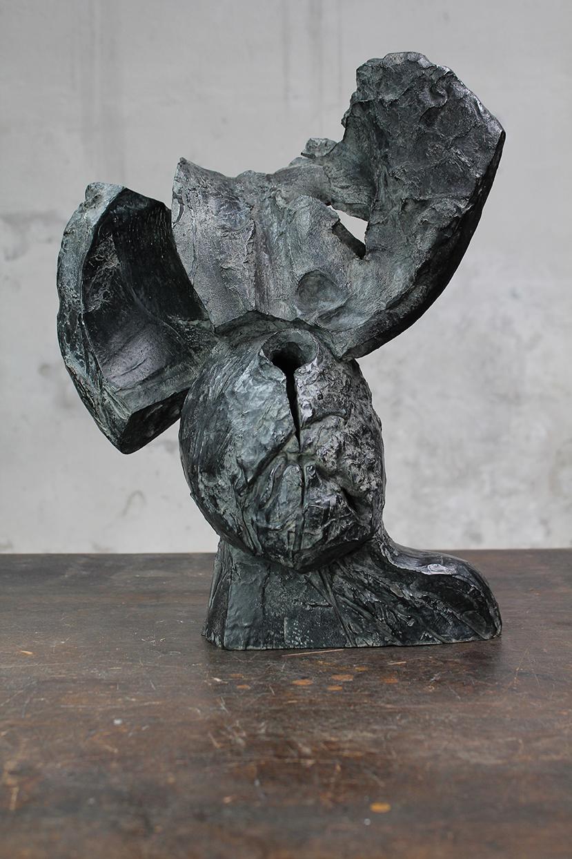 Pion, emporte-pièce, 2016, bronze, 40 x 34 x 22 cm <br> © Mathilde de Torhout