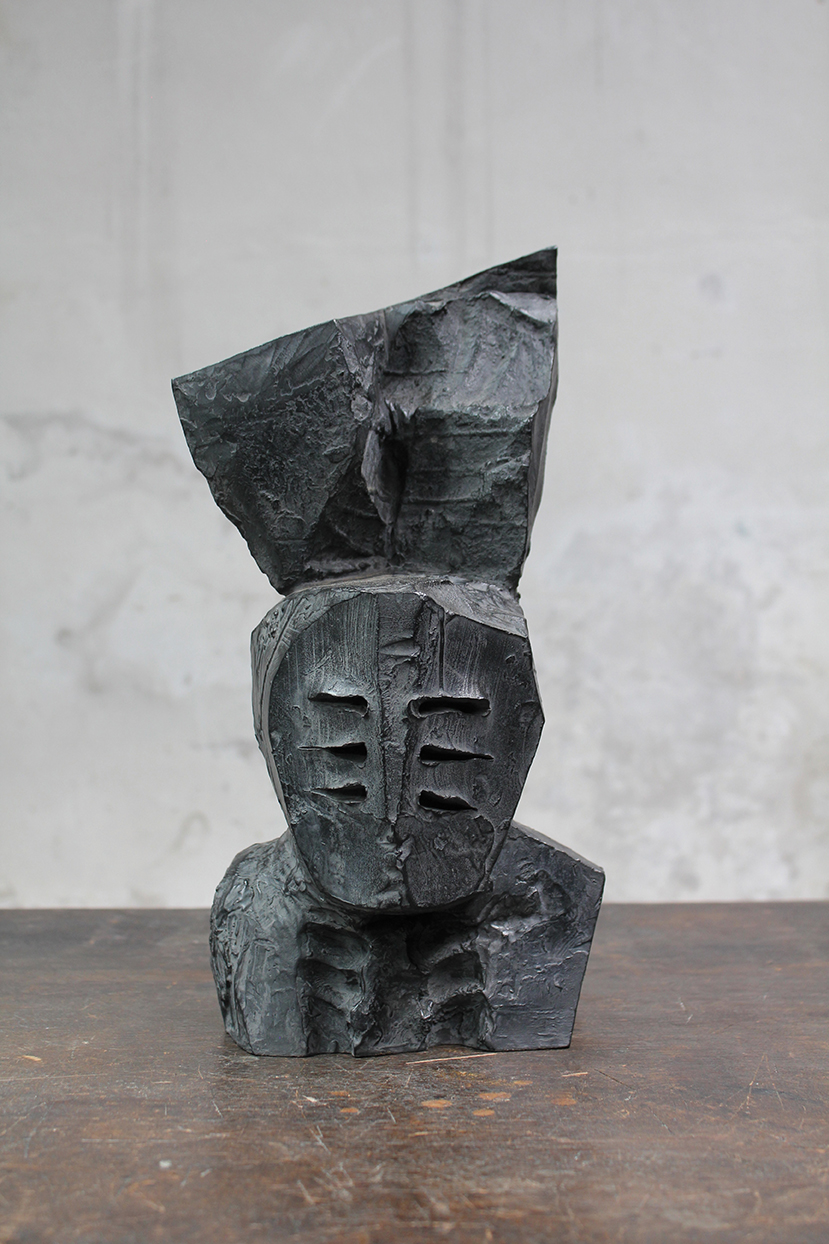Pion, pièce d'armes, 2016, bronze, 40 x 24 x 17 cm <br> © Mathilde de Torhout