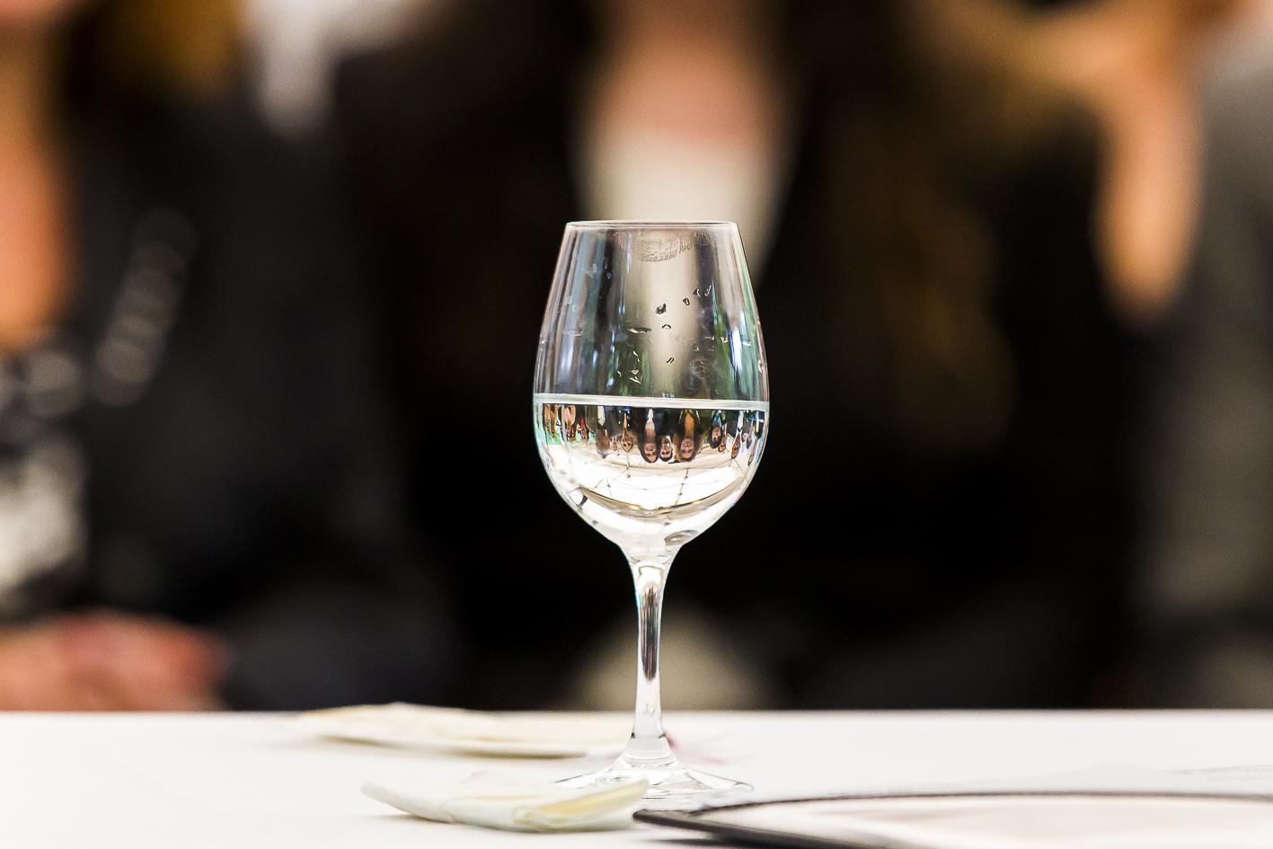 Wasserglas-Hochzeitsgäste