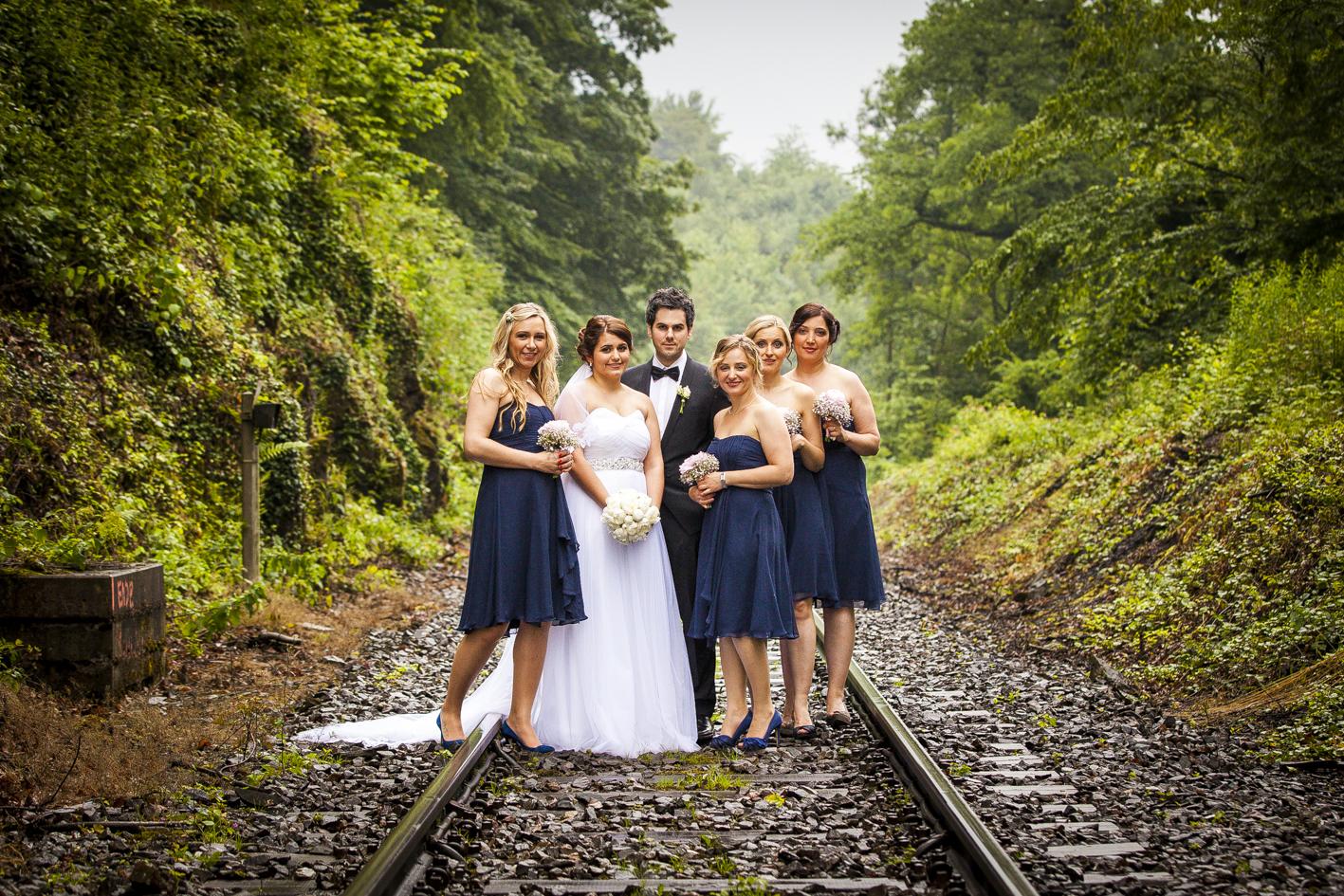 Braut mit Brautjungfern-Gleise