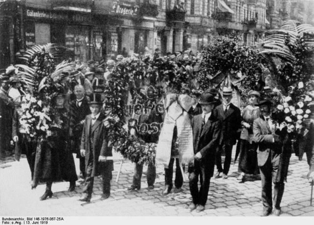 Begravelsesoptog for Rosa Luxemburg i Berlin d 13. juni 1919
