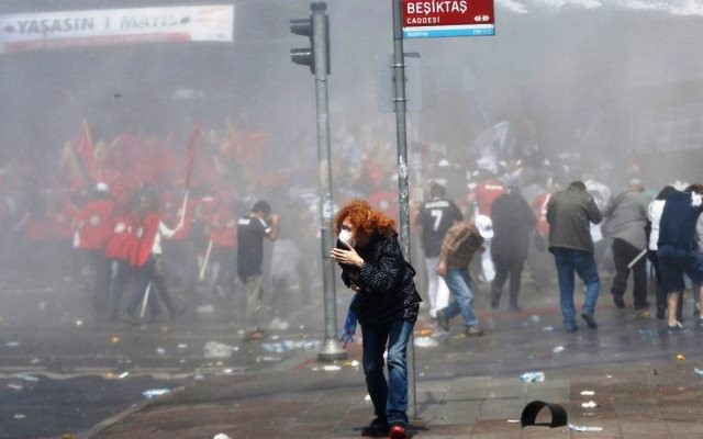 1. maj i Istanbul:heftige gadekampe ml. paramilitær politi og demonstranter omkring Taksim Pladsen