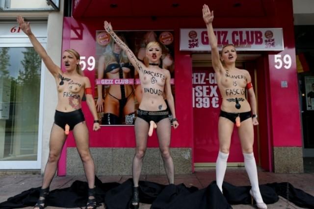 Femen aktivister i aktion mod porno industrien