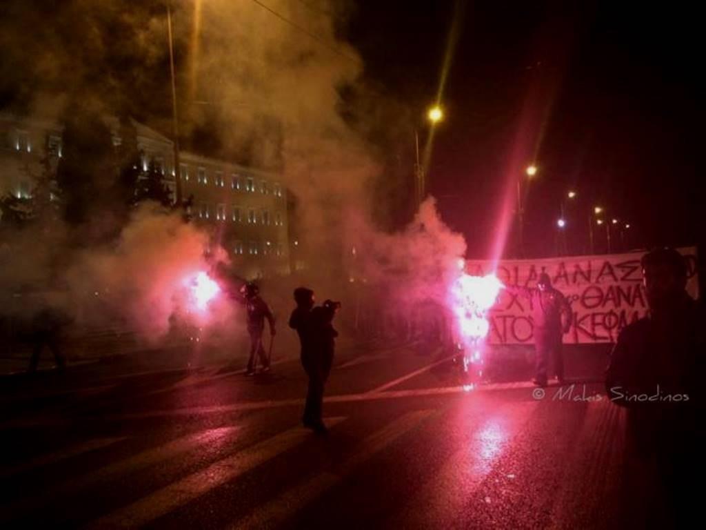 Athen, den 2. november 2014: Over 15.000 mennesker deltog i solidaritetsdemonstrationen med de sultestrejkende anarkister