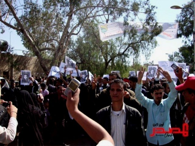 Yemen: Unge demonstranter i Taiz med Che Guevara-posters