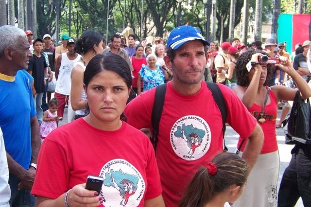 """Demonstration organiseret af Brasiliens """"Bevægelse af landløse landarbejdere"""" MST"""