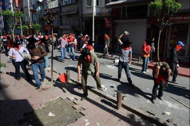 1. maj i Istanbul: heftige gadekampe ml. paramilitær politi og demonstranter omkring Taksim Pladsen