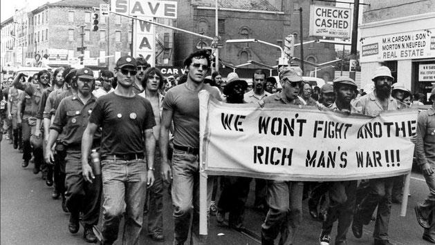 Amerikanske soldater demonstrere imod Vietnamkrigen i Chicago 1969 (?)