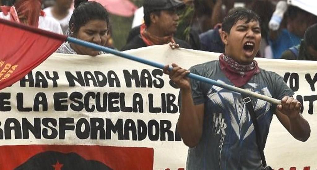Demonstration imod lokalregeringen i byen Acapulco i forbundsstaten Guerrero, d. 17.oktober 2014