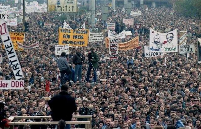 En af de oppositionelle Mandags-demonstrationer i Berlin, den 4. november 1989