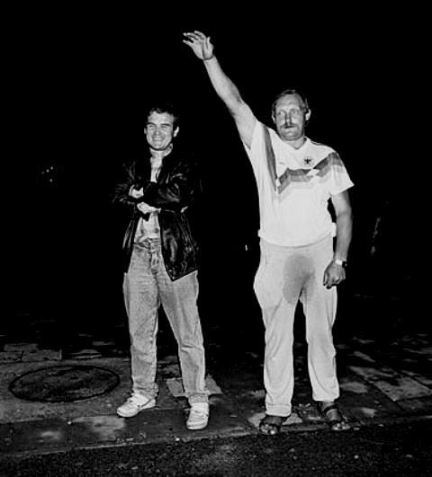 Billede der gik verden rundt: En alkoholiseret, hejlende borger med bukserne pisset til