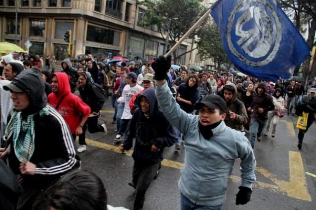 Kampe mellem studenter og politistyrker i Bogota
