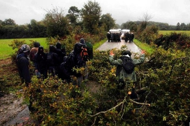 17. oktober 2012: Demoer og blokader mod politiets rydningsforsøg af området Notre Dame , Bretagne