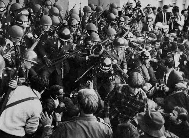 Politi - og Nationalgardens agressive fremfærd mod bevægelsen