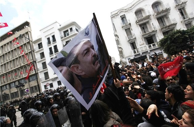 Protestdemonstration mod den islamiske regering i Tunis efter mordet på Chokri Belaïd