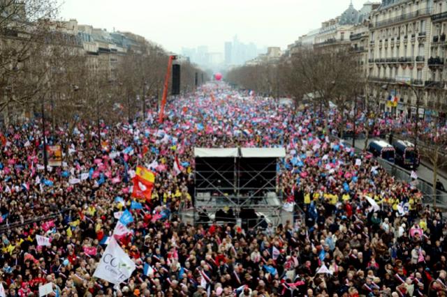 Paris, d. 24. marts 2013: Den samlede højrefløj mobiliserer imod præsident Hollandes socialdemokratiske regering: Omkring 1million demonstrerer imod homoægteskabet.