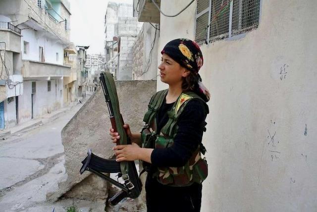 En kurdisk oprører, der kæmper mod Assad-militæret i Aleppo