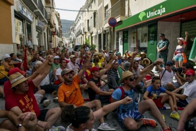 SAT-medlemmernes sit-down- aktion foran finansinstitutet Unicaja i Malaga