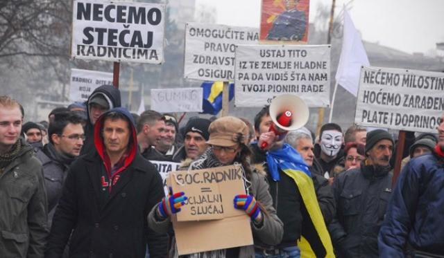 En af de talrige protestdemonstrationer i Tuzla