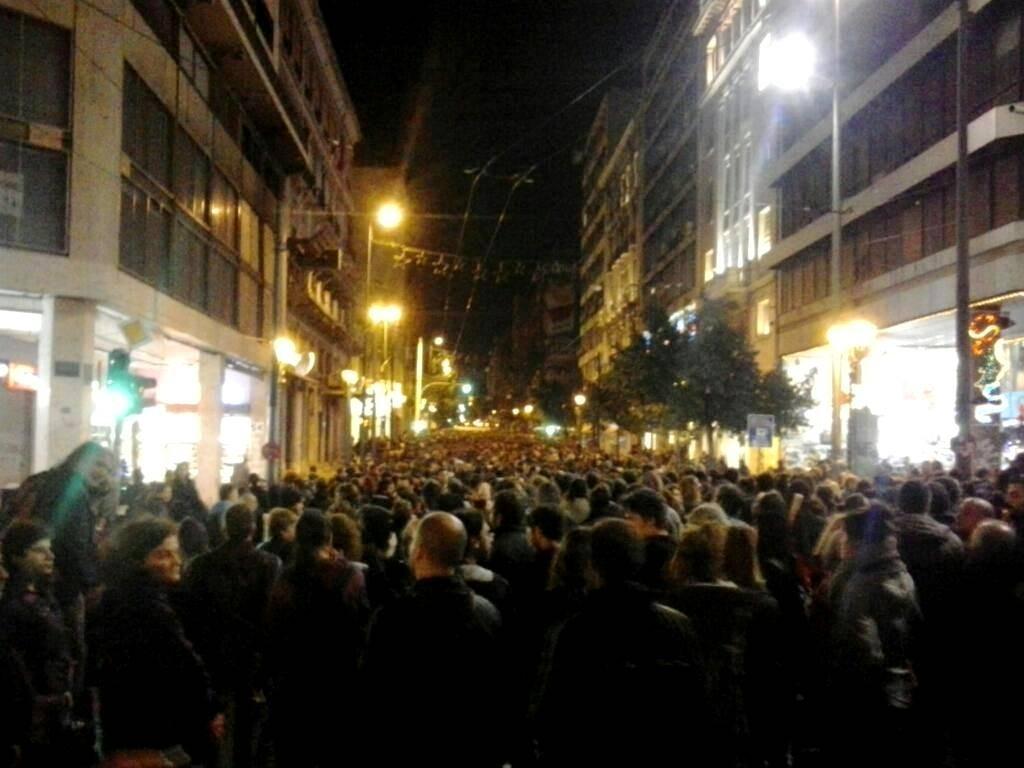 Athen, den 2. november 2O14: Over 15.000 mennesker deltog i solidaritetsdemonstrationen med de sultestrejkende anarkister