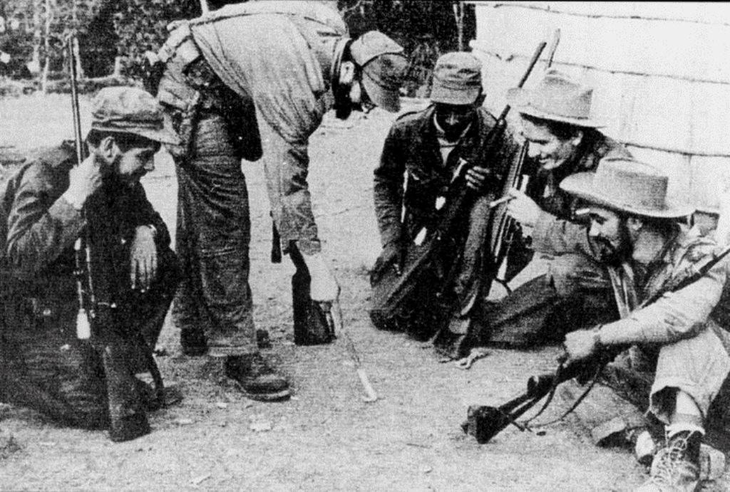 Che ses på billede yderst til venstre