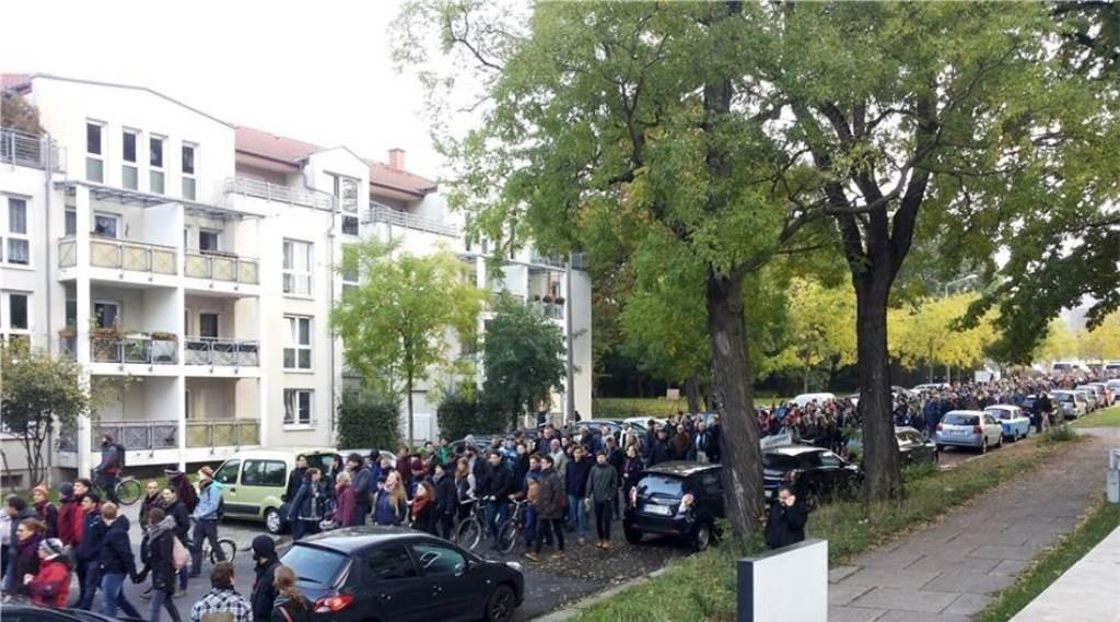 Studenternes antiracistiske blok fra byens 'Technische Universität' på vej til byens centrum