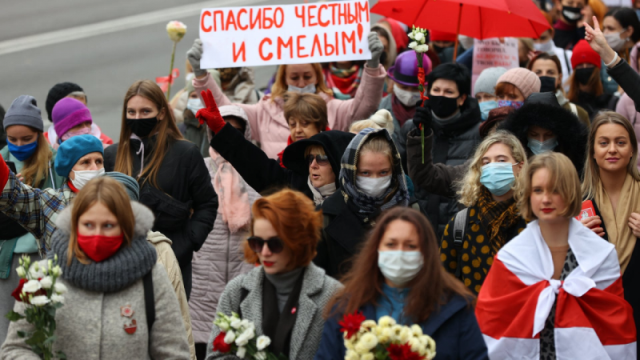 Hver søndag fylder tusindvis af kvinder pladserne i Minsk i kampen for radikale samfundsforandringer