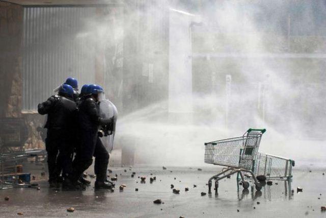 Heftige konfrontationer ved et supermarked i San Carlos, en forstad til turistbyen Bariloche, den 20. december 2012
