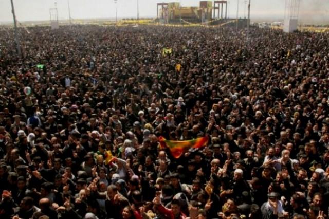 Det kurdiske nytårsfest Newroz-2012 ved byen Diyarbakır med omkring en million deltagere