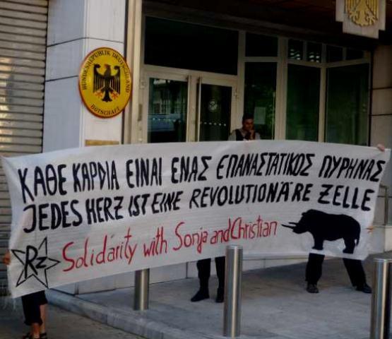 Solidaritetsaktion foran den tyske ambassade i Athen