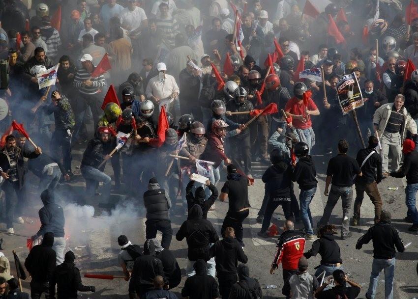 konfrontationerne mellem PAME's ordensværn og venstreradikale
