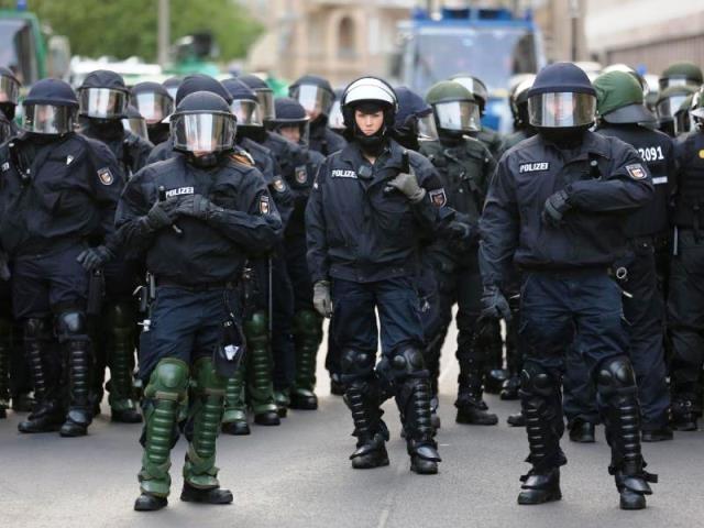 Massivt politiopbud fra bl.a. SEK (Sondereinsatz Kommando)