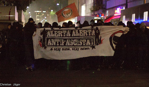 @Indymedia-tyskland. Spontan demo igennem kvarterene Kreuzberg og Neuköln