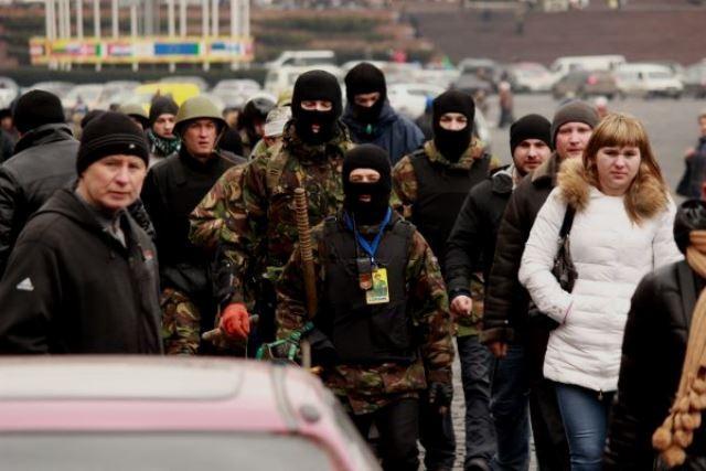 "Fascister fra den ""Højreorienterede Sektor"" på Maidan-pladsen i Kiev"