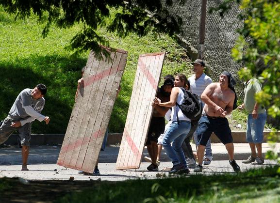 Gadekampe i San Fernando, en forstad til Buenos Aires , d. 21. december 2012.