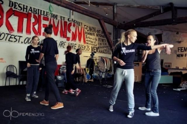 Femen aktivister - træning i selvforsvar