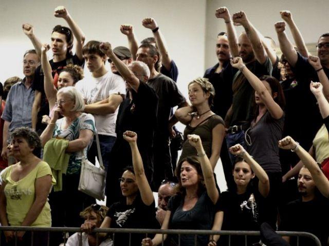 Solidaritetshilsener til fangerne fra BR i en af de talrige retsprocesser