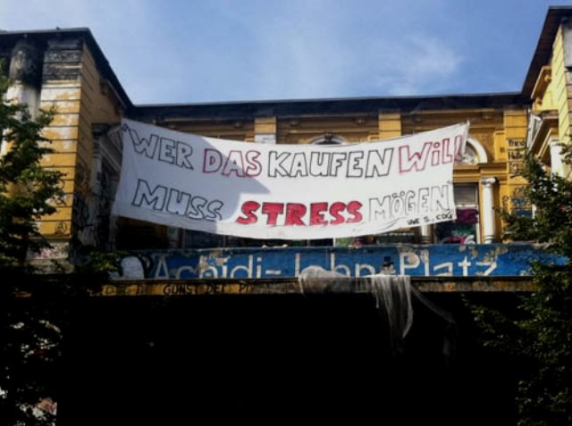 """Den som vil købe huset, må kunne lide stress"""