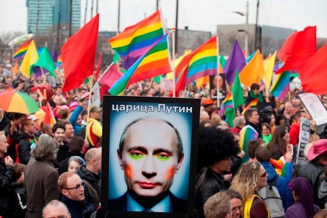 "Moskva: LGBT- demo mod ""kysseforbuddet"""