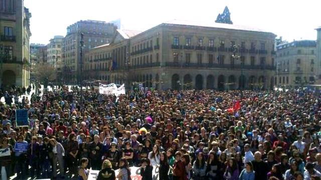 8.marts i Pamplona (baskisk Iruña): Kvindedemo imod regeringens angreb på  fri abort