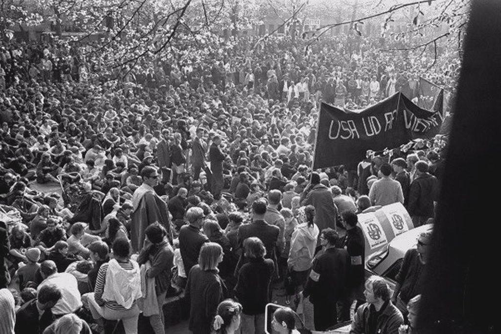 København, d. 27. april 1968: Over 30.000 deltager i Vietnamsolidariteten