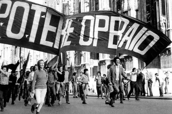 "Antonio Negri (t.h.) i demoblokken af ""Potere Operaio""  - venstreradikal, operaistisk organisation (1969 - 1973)"